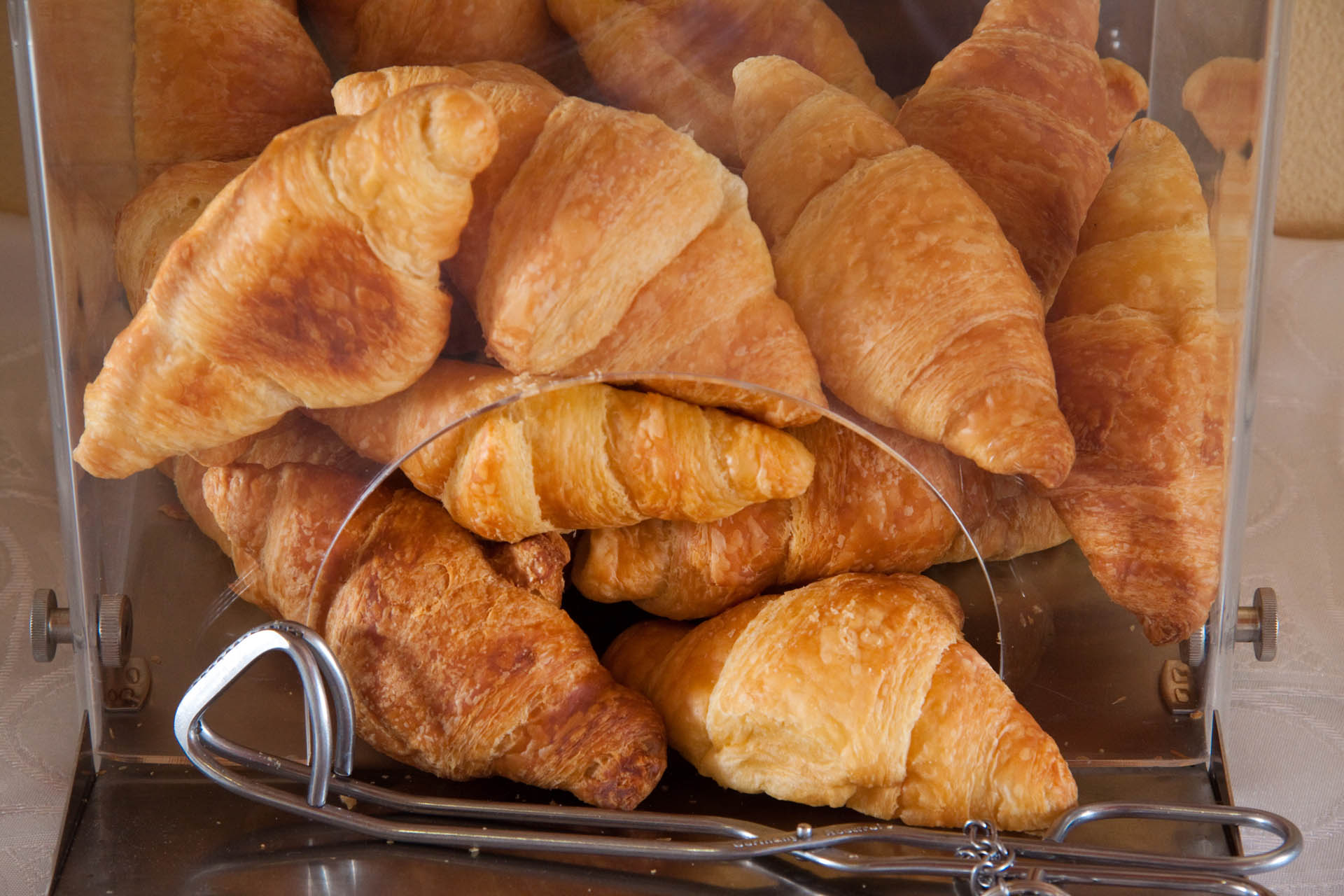 https://www.alkhotel.com/wp-content/uploads/2017/01/Croissants-at-Alkhotel-breakfast.jpg