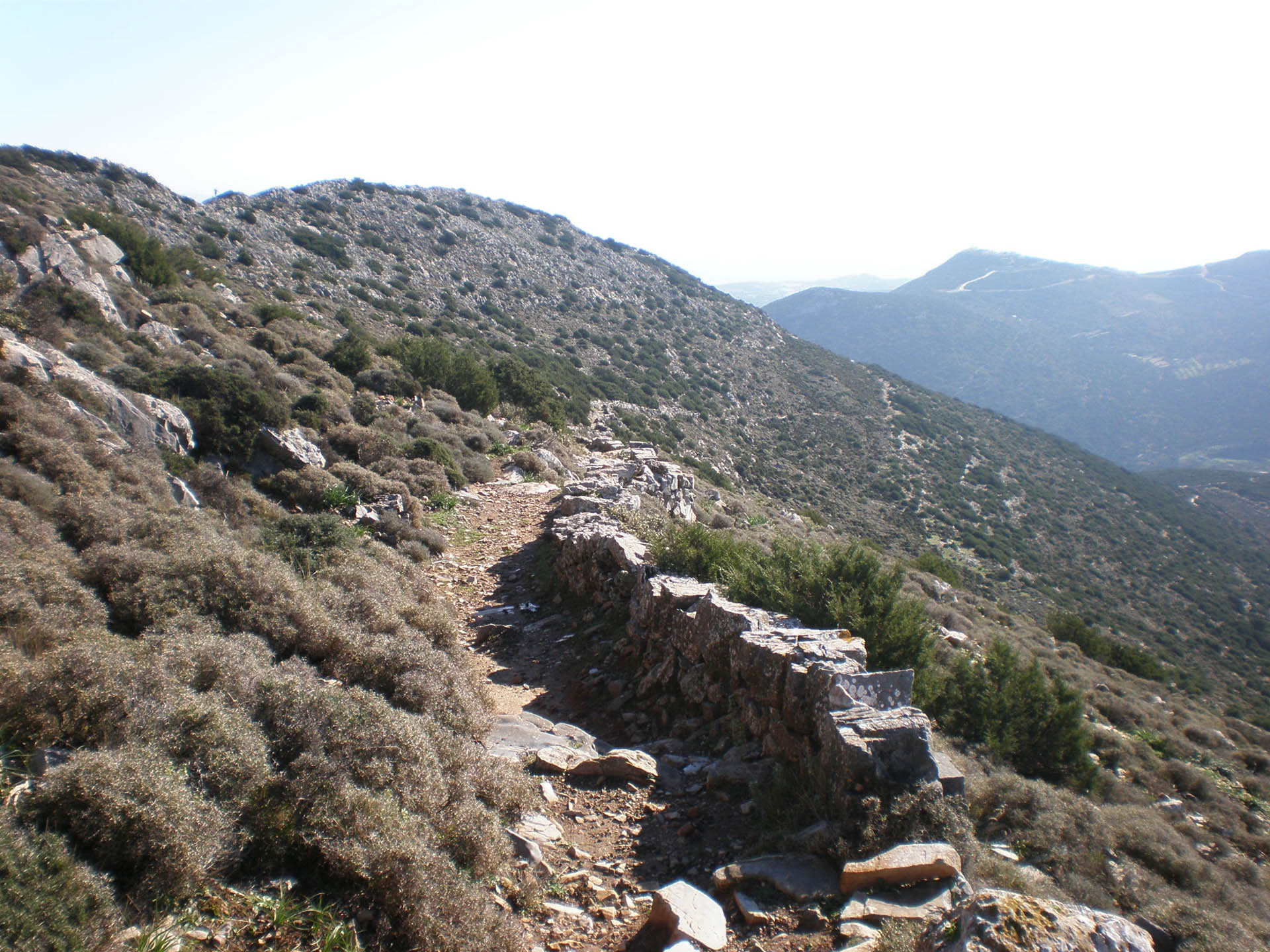 Sifnos-paths-on-the-mountains